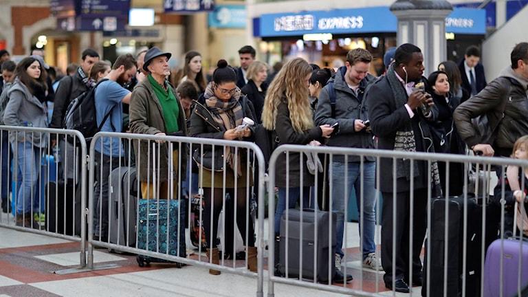 Köer på Gatwick Airport till följd av tågstrejken  på Victoria station i London.