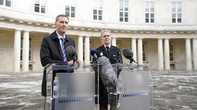 Justitieminister Nick Hækkerup och polisdirektör Anne Tønnes.