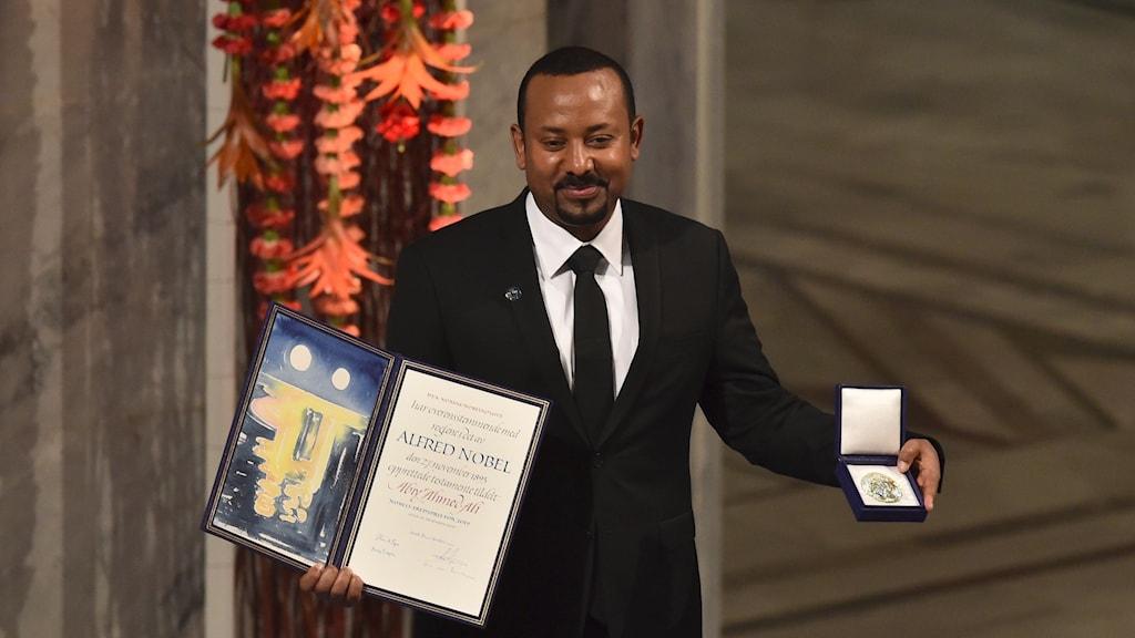 Etiopiens premiärminister Abiy Ahmed tar emot Nobels fredspris.