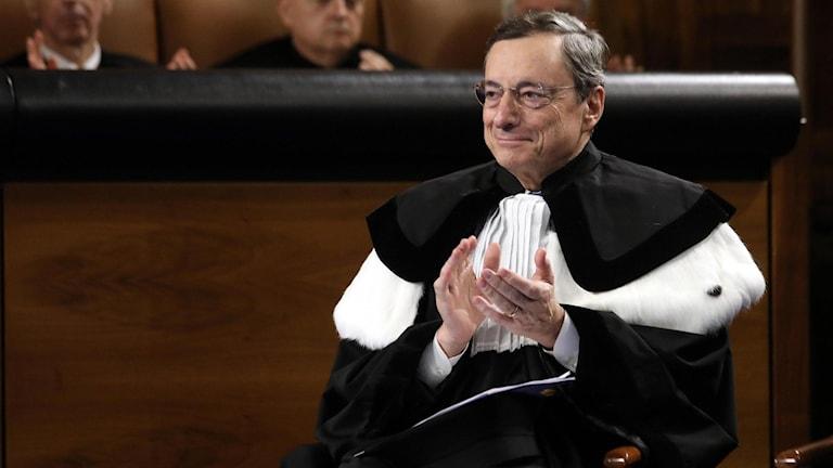 Mario Draghi under en ceremoni i Milano.