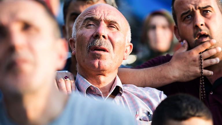 Besvikna AKP-anhängare efter borgmästarvalet i Istanbul.