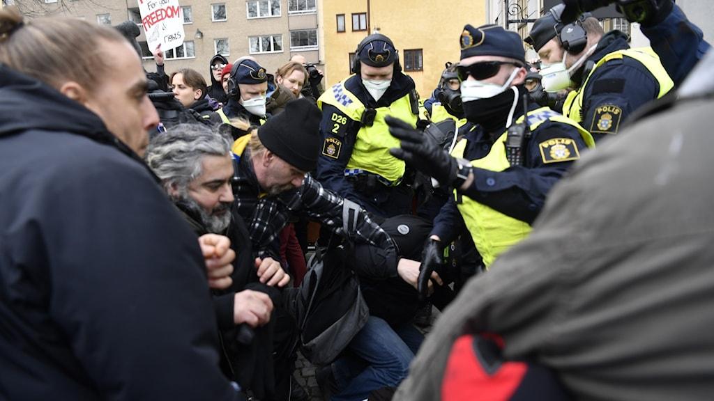 Polisen ska upplösa demonstrationen säger man