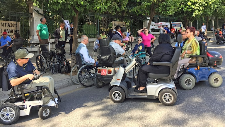Demonstration med personer i rullstol
