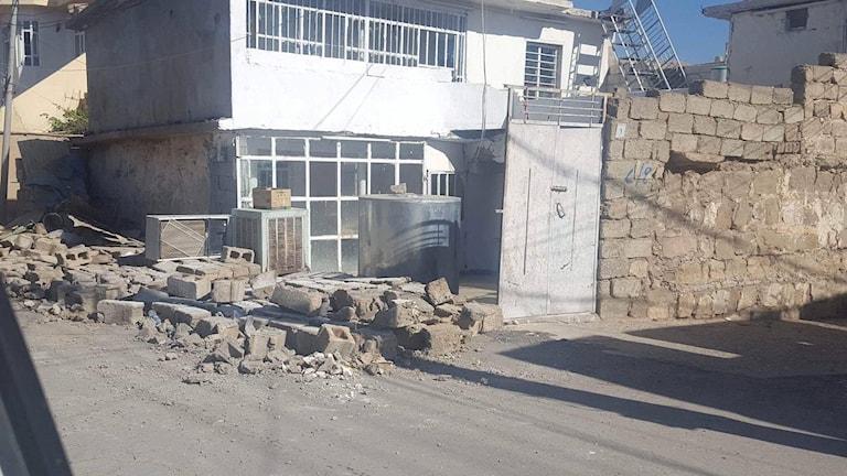 Stora skador i jordbävningens spår.