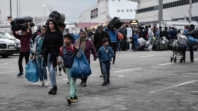Flyktingar har anlänt till Lesbos och sa ta sig vidare i Grekland