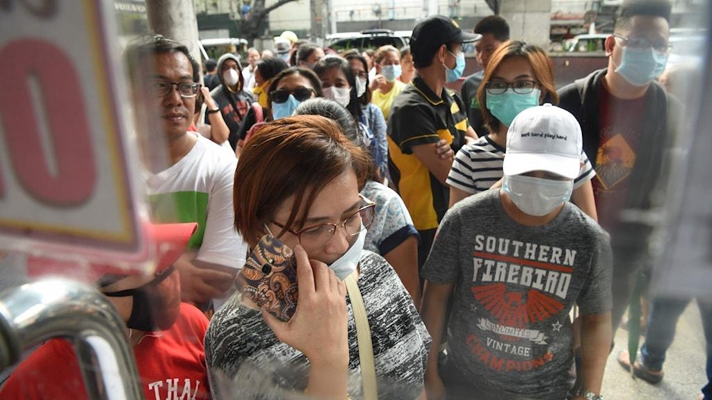 En 44-årig kinesisk man som smittats av det nya coronaviruset har avlidit i Filippinerna, rapporterar landets sjukvårdsdepartement.