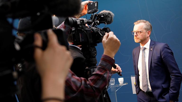 Mikael Damberg svarar på frågor om mötet om den planerade IS-tribunalen.