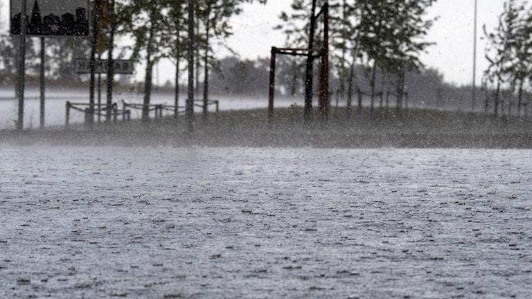 Översvämningar utanför Kristianstad under åskskur