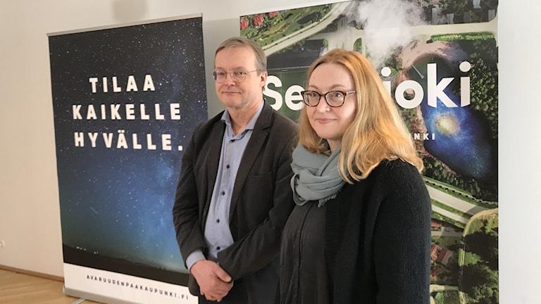 stadsutvecklingschefen i Seinäjoki Erkki Välimäki samt överläkaren Arja Lassila.