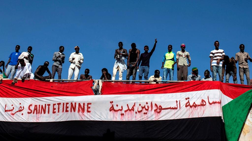 Demonstranter i Khartoum, Sudan protesterar mot militärens styre.