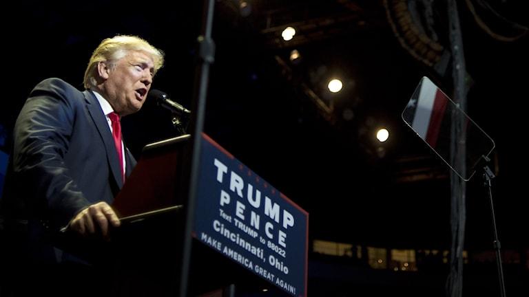 I sitt tal i Florida upprepade Trump sitt hot om att hans motståndare Hillary Clinton ska fängslas om han vinner valet.