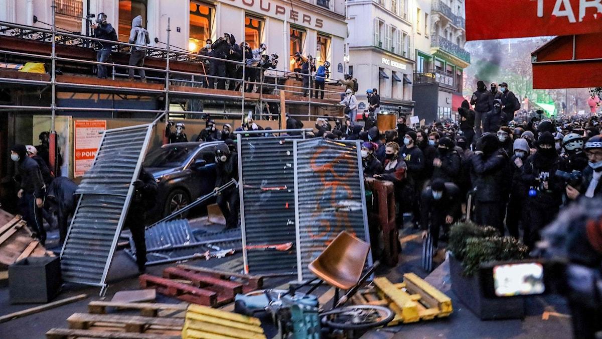 Franska regeringen backar från kritiserat lagförslag