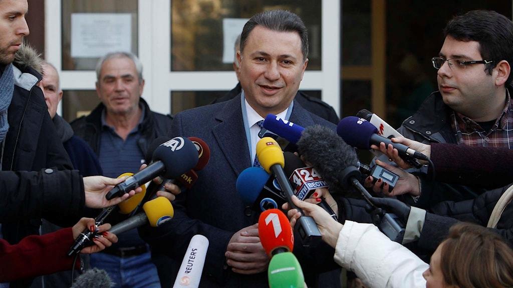 Nikola Gruevski, ledare för Makedoniens konservativa parti, efter att ha lagt sin röst.
