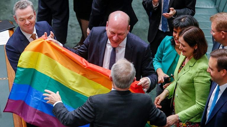 Australiens parlament har röstat slutgiltigt ja till en könsneutral äktenskapslag