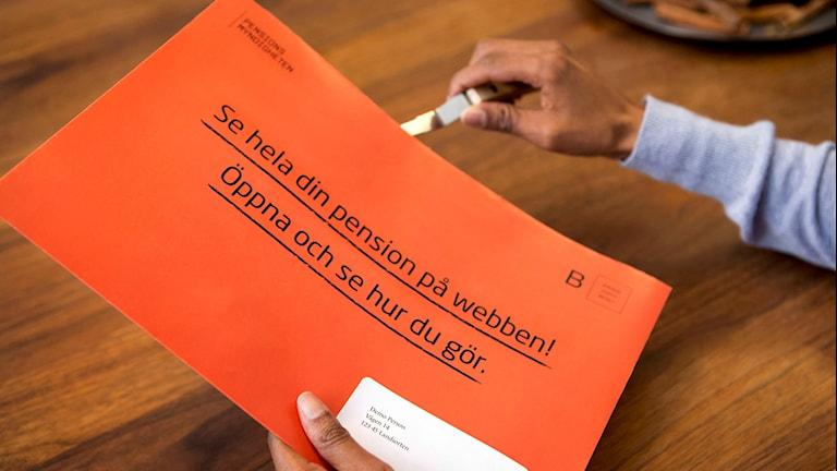 Orange kuvert.
