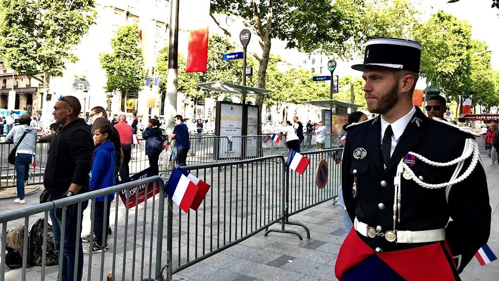 Mycket avspärrningar i Paris inför firandet av nationaldagen.
