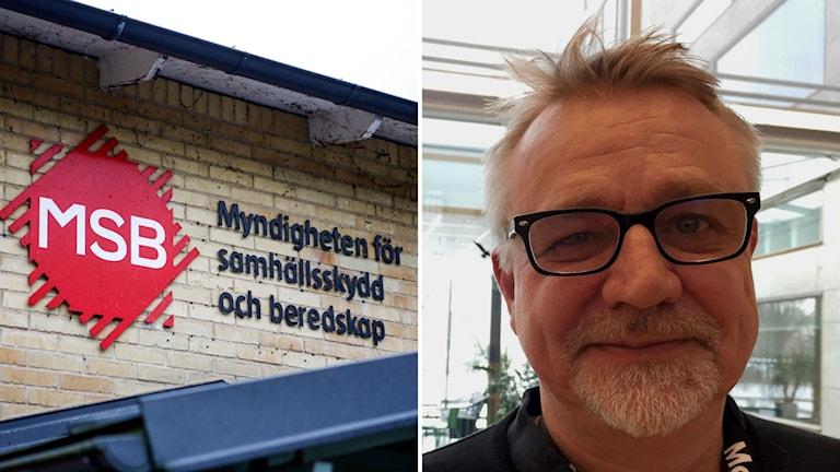 Bilden visar Aje Carlbom, som bär ett kort skägg, svart tröja och svarta glasögon, och en skylt på MSB.