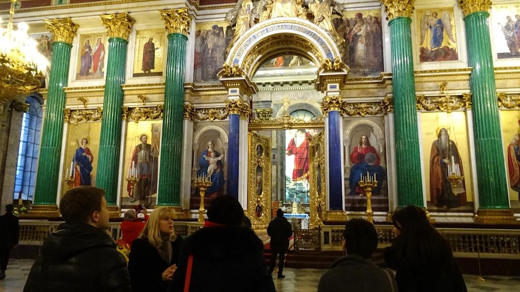 400 anställda guidar eller arbetar med underhållet av museet St Isakskatedralen i St Petersburg.