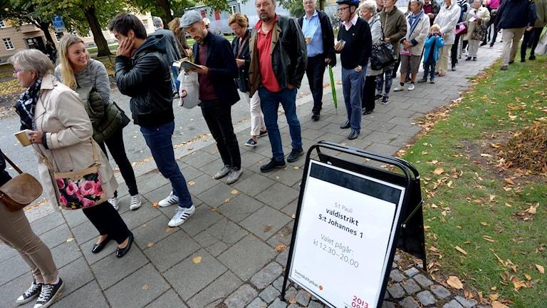 Långa köer i vallokalen St:Pauli i Malmö. Foto: Johan Nilsson / TT.