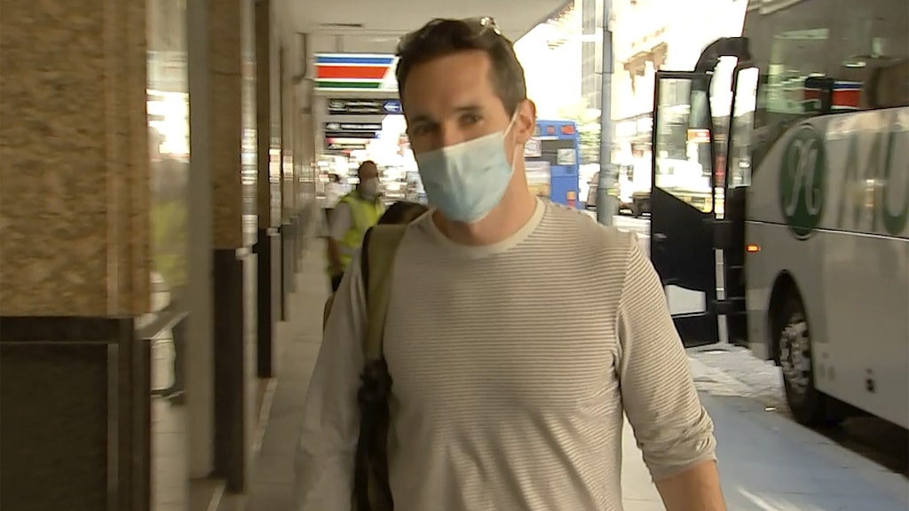 Australian Broadcasting-journalisten Bill Birtles anländer i Sydney efter att han lämnat Kina.