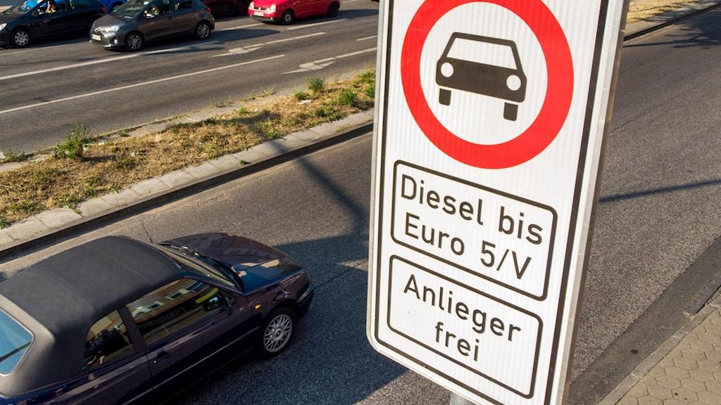 Vägskylt i Hamburg upplyser om dieselförbudet.
