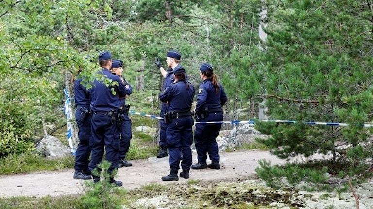 21-årig kvinna mördades i ett joggingspår i Upplands Väsby.