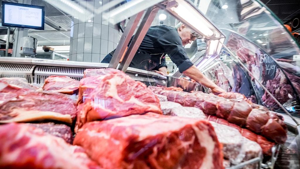 Kött  till försäljning i Hötorgshallen.
