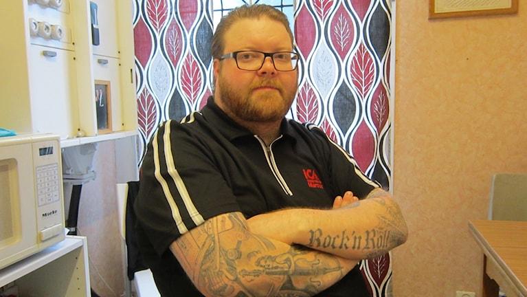 Marcus Andersson driver en matbutik i Väderstad i Mjölby kommun.