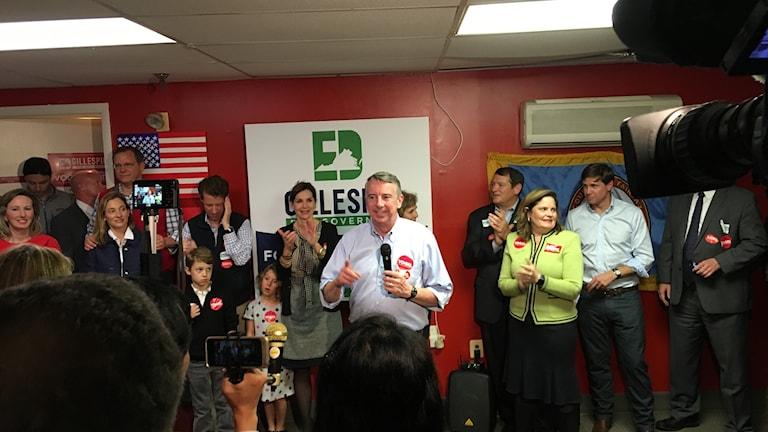 Republikanske guvernörskandidaten Ed Gillespie håller sista kampanjmöte innan valet i Virginia.