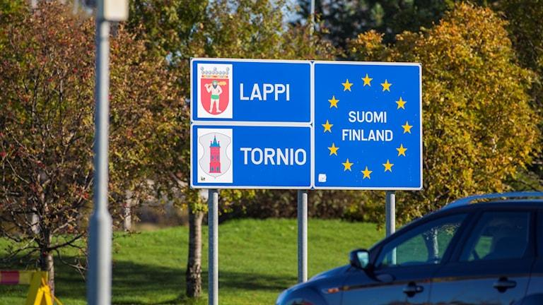Skylt vid Finlands gräns mot Sverige i Torneå.