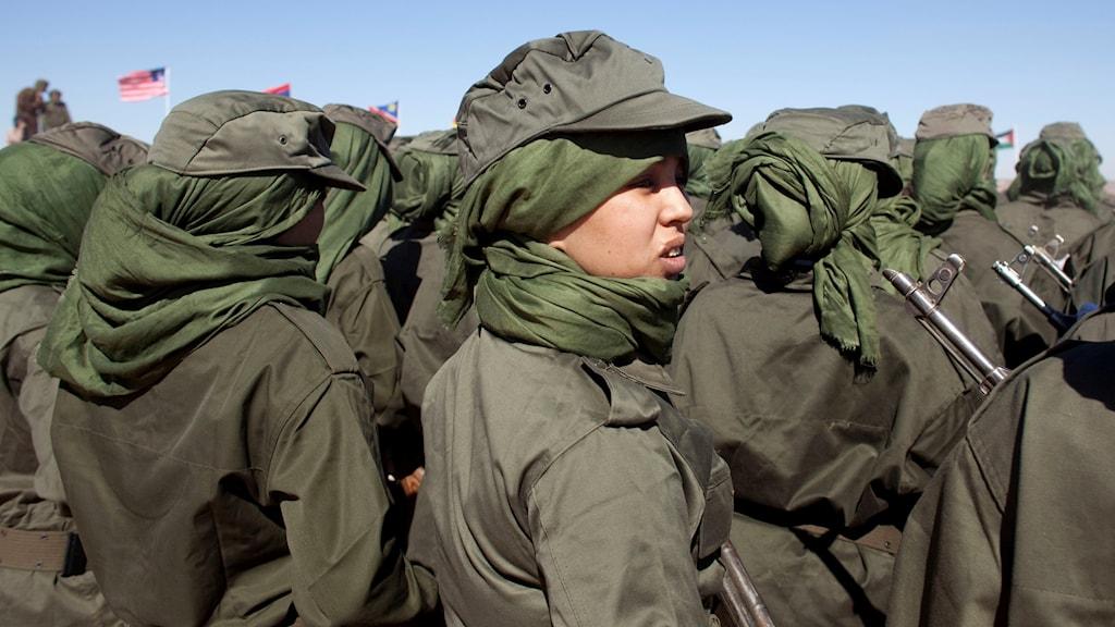 Kvinnlig soldat i rebellrörelsen Polisario.