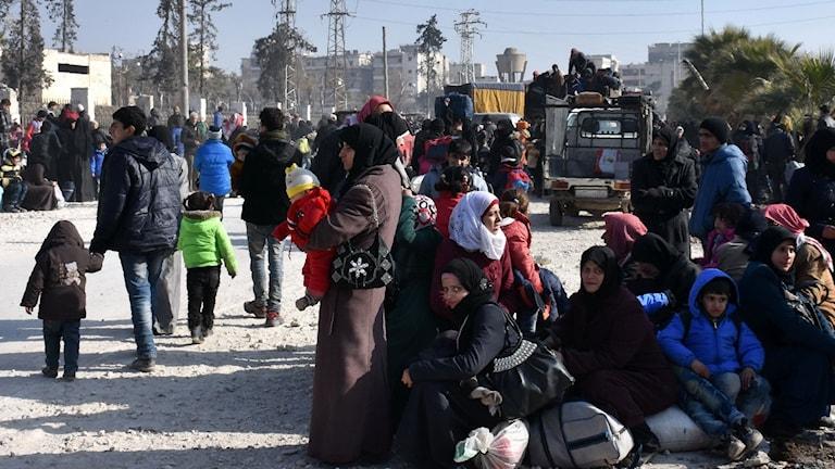 Bara idag har 20.000 civila flytt de rebellkontrollerade områdena i den gamla delen av Aleppo, uppger ryska försvarsmyndigheten.