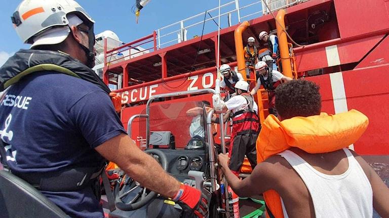 Räddningsfartyg med 82 migranter får lägga till i Lampedusa