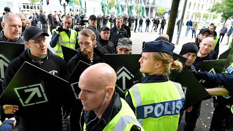 Nordiska motståndsrörelsen, polisen