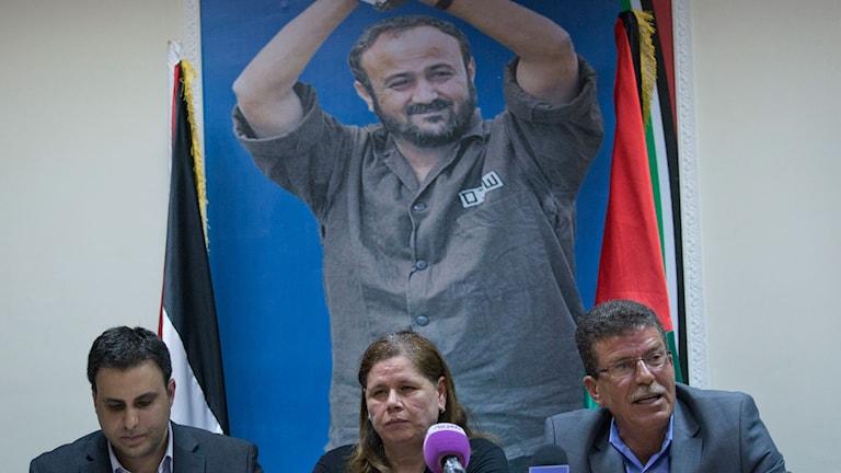 Marwan Barghoutis hustru Fadwa Barghouti i en presskonferens.
