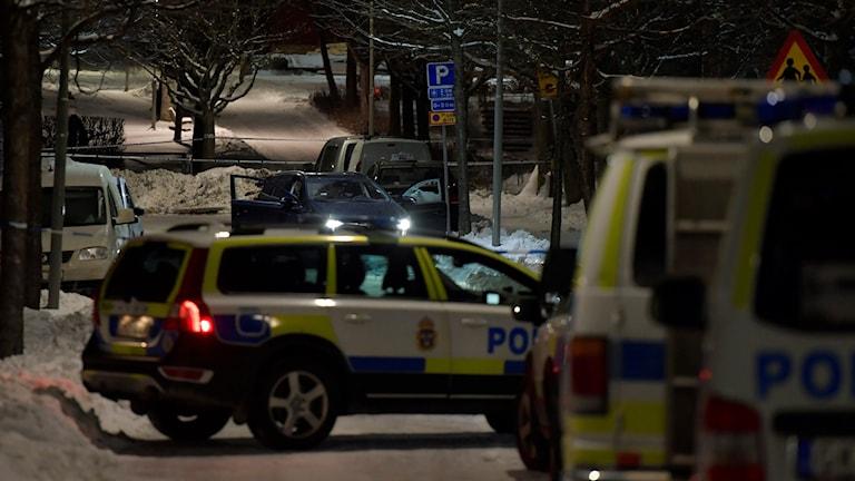 Två personer blev skjutna på onsdagskvällen i Kista i nordvästra Stockholm.