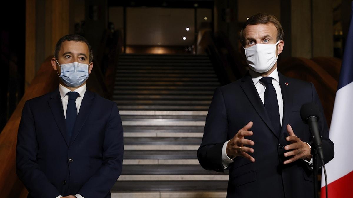 Frankrikes inrikesminister Gerald Darmanin tillsammans med premiärminister Emmanuel Macron.