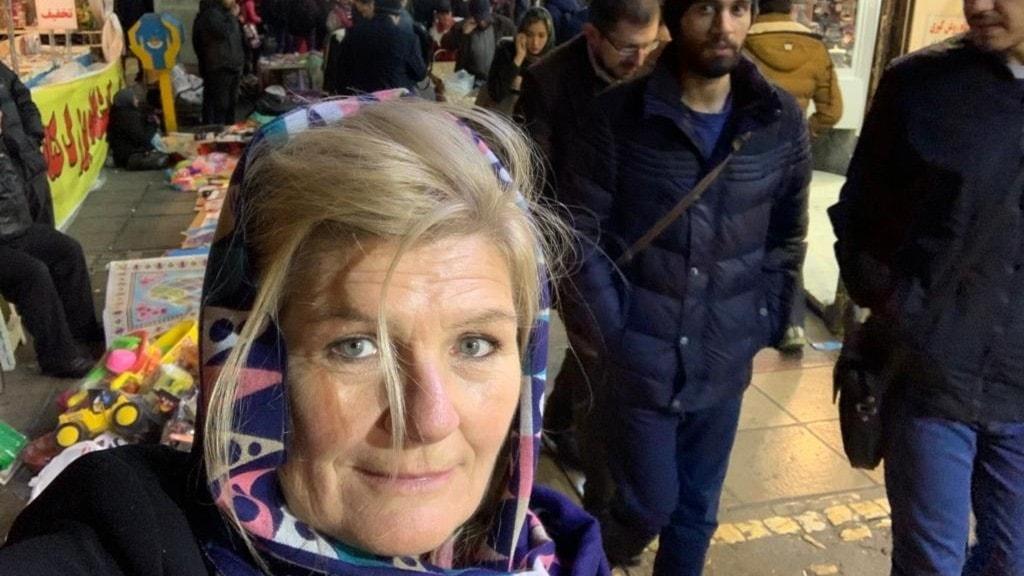 Sveriges Radios korrespondent Cecilia Uddén på Valiasrtorget i centrala Teheran.
