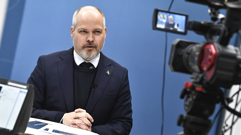 Justitie- och migrationsminister Morgan Johansson (S) har varslat riksdagen om att propositionen om en ny migrationslag blir försenad