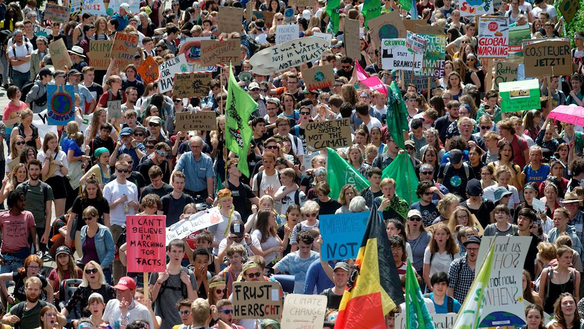 demonstrationståg för klimatet genom Aachen.