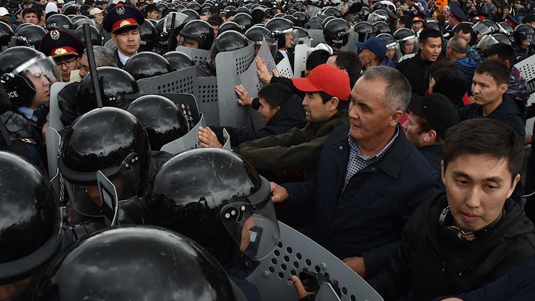 """Landets inrikesministerium uppgav igår att man gripit 500 demonstranter som man också beskrev som """"radikala element som vill destabilisera samhället""""."""