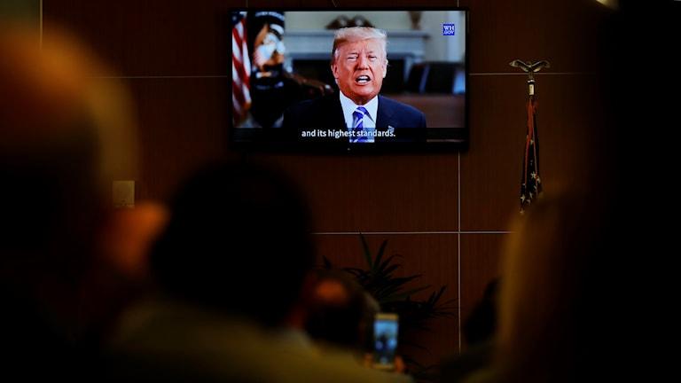 Tummen ner för Trumps budgetförslag