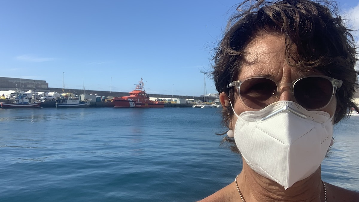 Alice Petrén, i bakgrunden en båt.