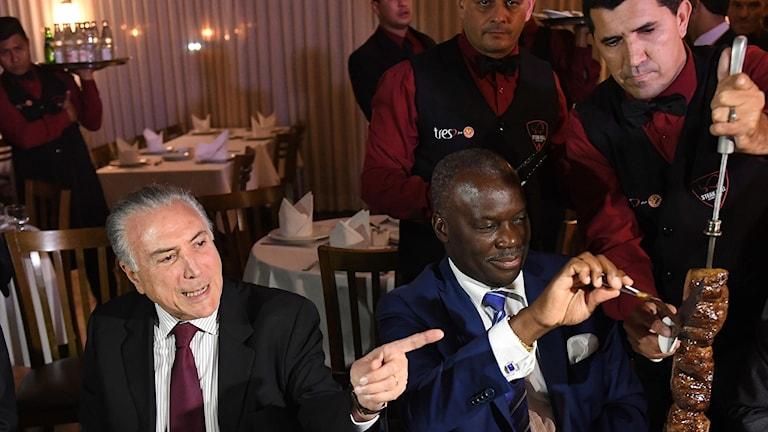 Brasiliens president Michel Temer och Angolas ambassadör efter krismötet om köttfusket.