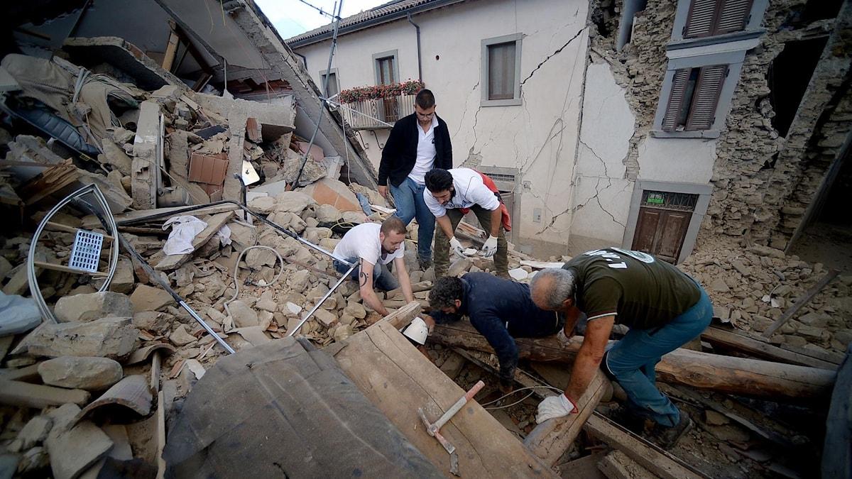 Flera personer har dödats i en jordbävning i centrala Italien. Foto: TT