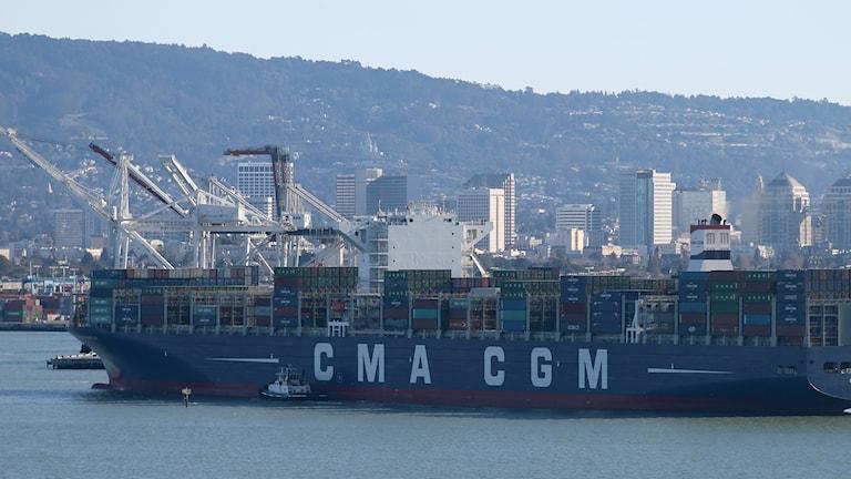 Oljetanker i krock med lastfartyg