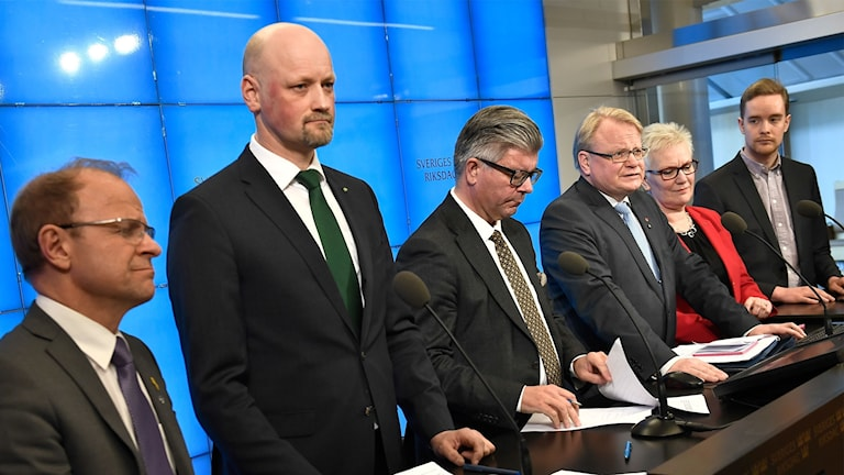 Mikael Oscarsson (KD), Daniel Bäckström (C), Hans Wallmark (M), försvarsminister Peter Hultqvist, Åsa Lindestam (S) och Anders Schröder (MP)