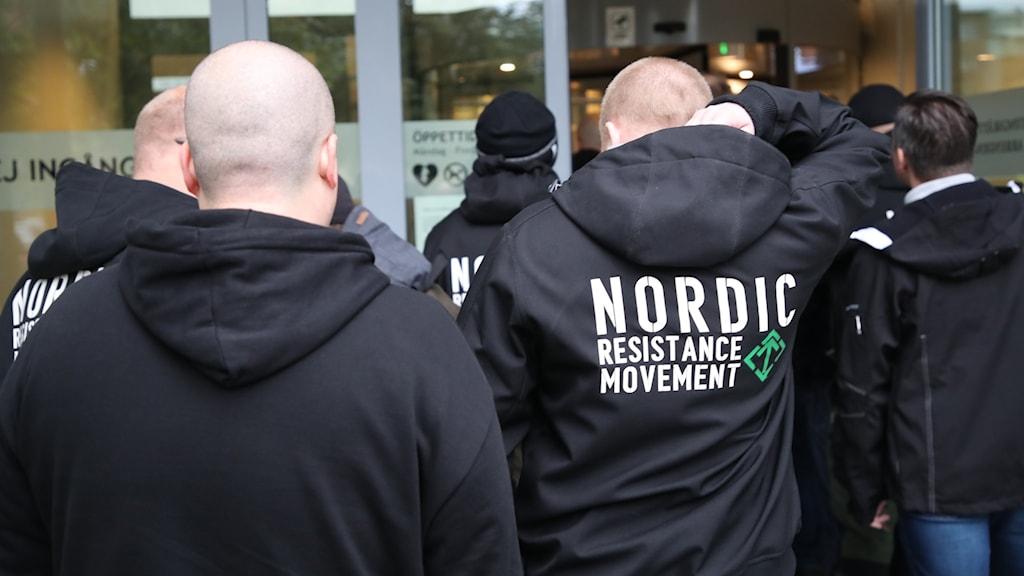 Rättegång mot personer med kopplingar till nazistiska Nordiska Motståndsrörelsen.