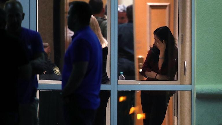 Elever fördes till ett ett hotell i närheten av skolan, efter skjutningen.