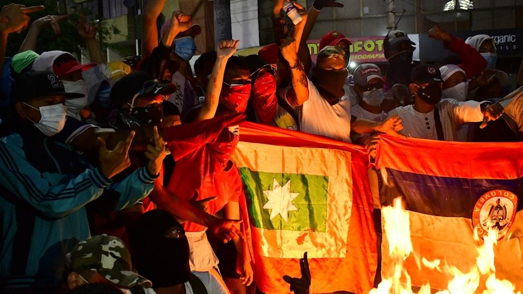 Omfattande protestvåg i Colombia – utrikesministern avgår